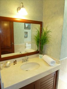 Villa 324: Guest Bathroom