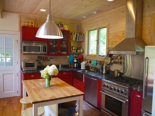Woodstock cottage photo - Kitchen with chef's stove, dishwasher, convection oven.