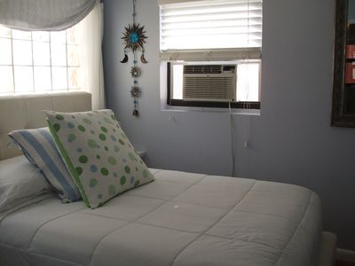 2nd bedroom full size w/ TV & A/C