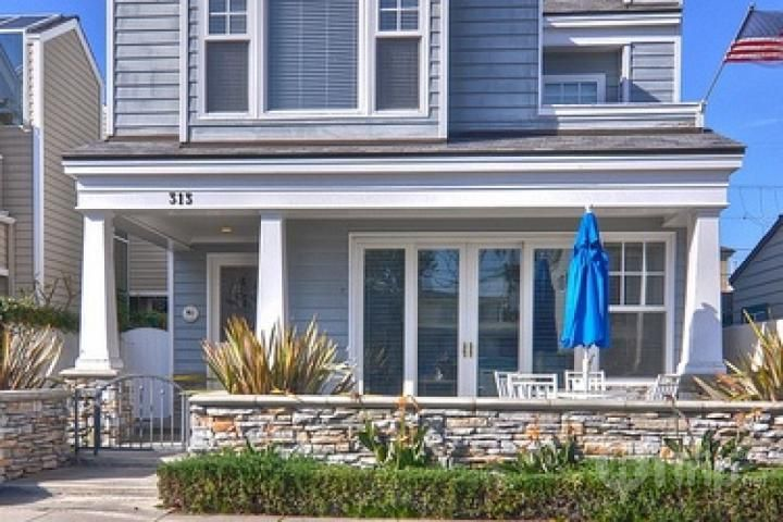 CAPE COD STYLE UPSCALE 3BR BEACH HOUSE SHORT WALK TO BEACH AND BALBOA