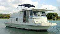 Houseboat 2 Bedrooms & Large Deck - Home is where the boat is docked!