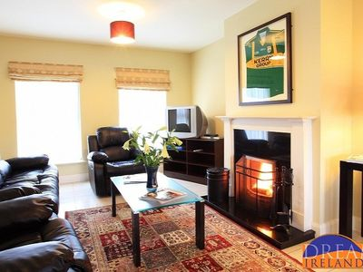 Beautifully kept home close to Kenmare town with access to pool