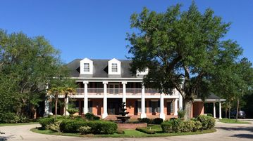 Slidell estate rental - Front of Bayou Oaks Plantation!