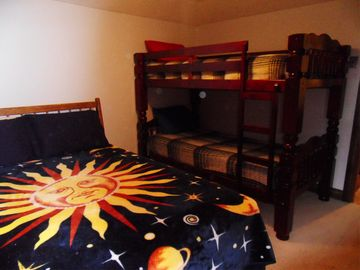Bedroom #5, Queenbed, with bunkbeds