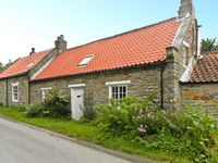 MAWS COTTAGE, pet friendly, with a garden in Harwood Dale, Ref 16884