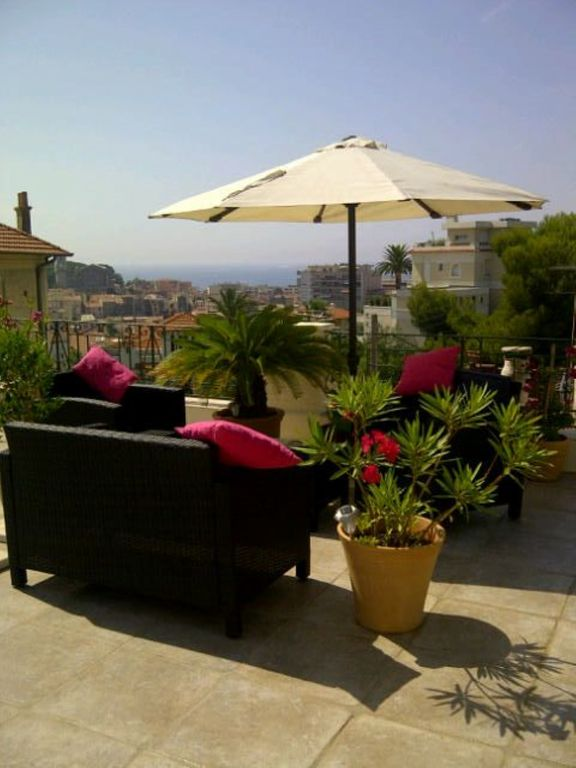 Penthouse, 2 bedrooms 2 bath, 5 min walk Croisette,Roof Terrace,WIFI,Air Con
