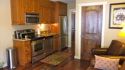 Pint-sized kitchen with full amenities.