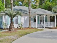 Private Beach House - 5 min walk to the Ocean! Custom upgrades, Grill area, WiFi