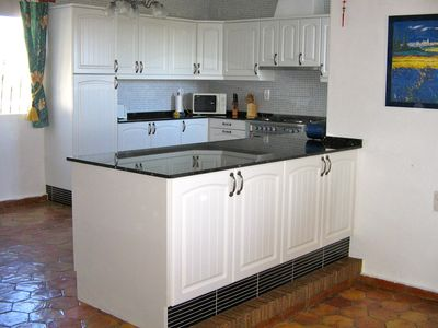 Oliva villa rental - New kitchen with Range Cooker & Granite worktop