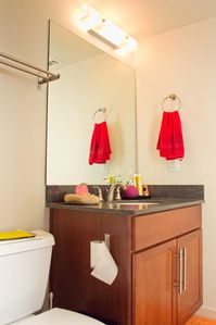 Austin apartment rental - bathroom