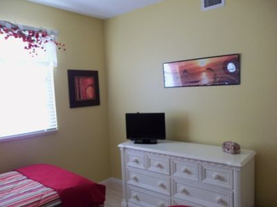 Twin Bedroom With Flat Screen/DVD TV