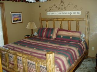 Branson condo photo - Beautiful king size cedar log bed ....and it is very comfortable
