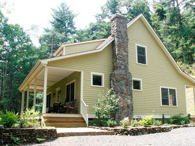 Beautiful Parkway Farmhouse - Peaceful, secluded getaway.