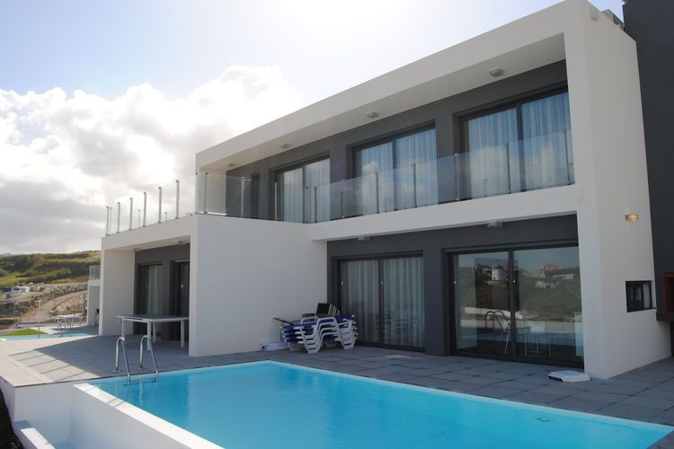 Luxury accommodation, 250 square meters, close to the beach