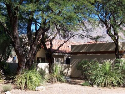 Immaculate Gated LaPaloma Home at Foothills of Catalina Mts