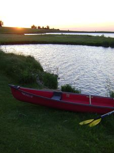 Take the canoe out at sunset and forget your worries on Summit Lake!