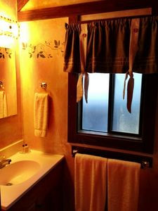 Incline Village chalet rental - Upstairs bathroom with shower