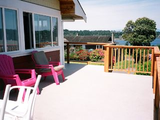 Nanaimo apartment photo - 300 sq ft deck for relaxing and sun bathing
