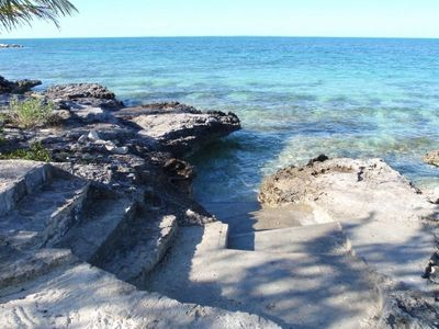 Driftaway steps to the shallow warm turquoise Sea of Abaco