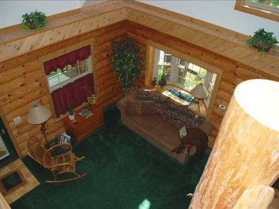 Honor cabin rental - Living room - view from the loft.