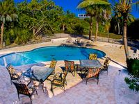 Charming House, steps to our private beach & new, kid friendly pool