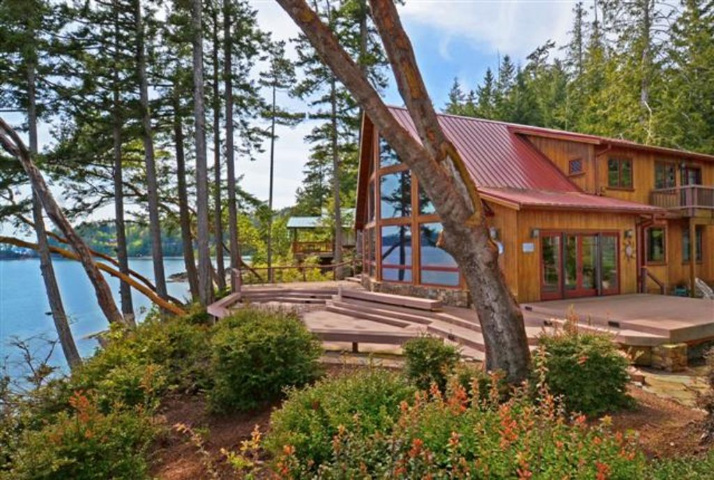Madrona Waterfront Splendor  3 Bedrooms~*Enjoy our 3 nights for the price of 2*