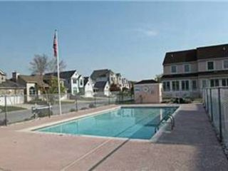 North Ocean City townhome photo - The pool is available for your use during daylight hours. Looks inviting, huh?