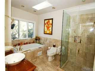 Montauk house photo - Master Bathroom Suite with Jacuzzi tub