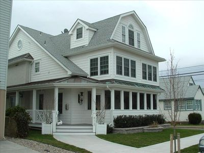 Seashore Charm ..5 houses to the beach!     412  27 th. st.  1st.floor