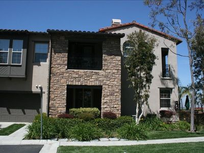 Beautiful 4 Bdr Townhouse. Close to Beach and Shopping.
