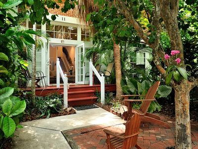 Key West villa rental - The courtyard has a BBQ and room to relax.
