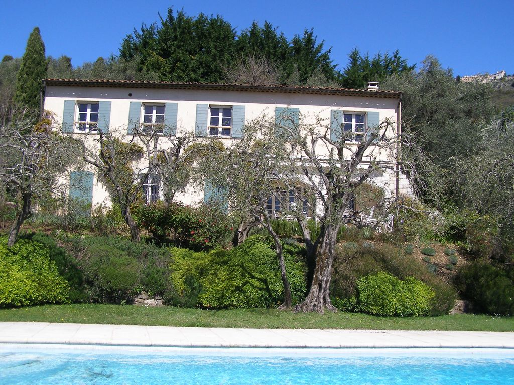 Cheap accommodation, 250 square meters, with pool