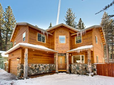 Upscale Lake Level 4 Bedroom Mountain Home In South Lake Tahoe - Permit #006750