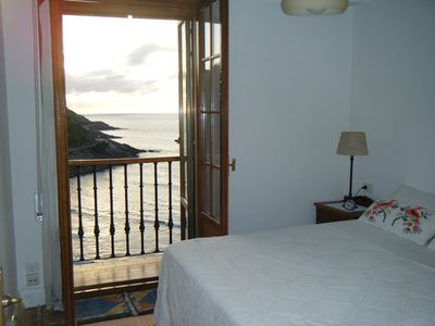 Apartment overlooking the beach in Getaria
