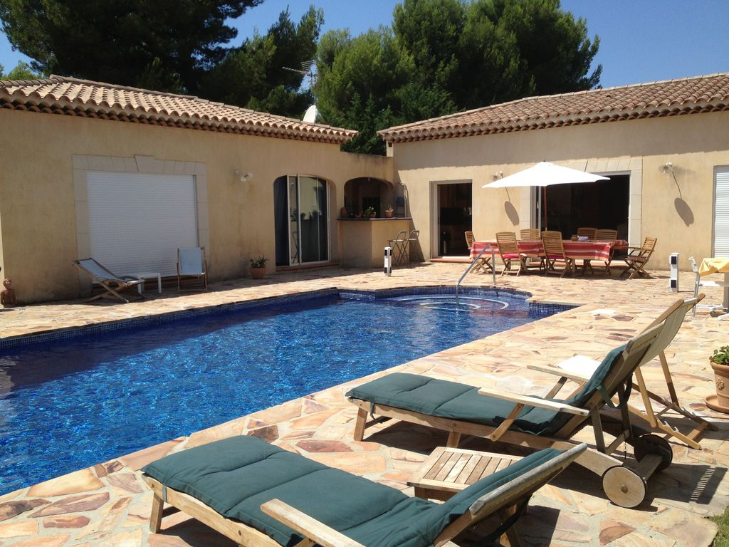 Quiet air-conditioned accommodation, 150 square meters, with garden