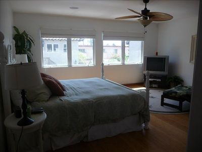 La Jolla house rental - Large master suite with california king bed