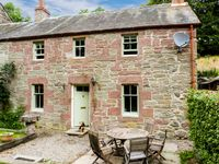 BLOSSOM COTTAGE, pet friendly, with a garden in Dunkeld, Ref 27707
