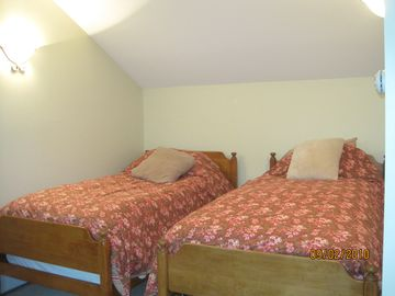 extra room with twin beds