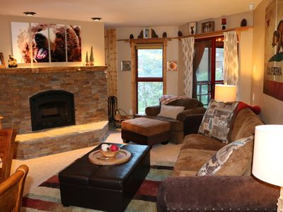 Bear Cub Condo in Aspen Creek - Recently Remodeled & Walking Distance To Eagle!