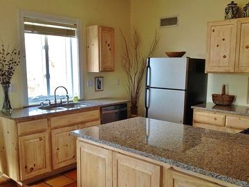 Fully-equipped Kitchen recently remodeled, all new appliances