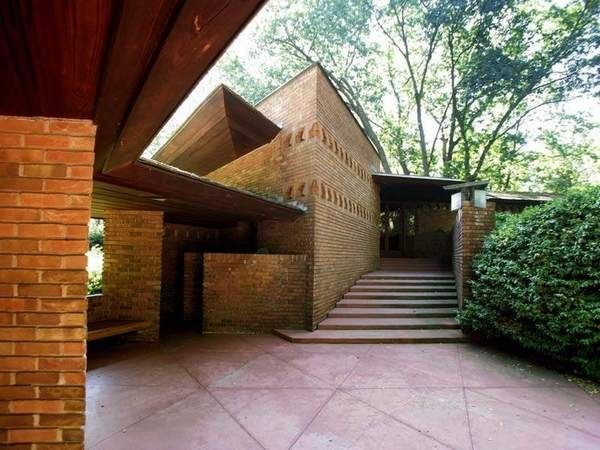 Original frank lloyd wright secluded home vrbo for Palmer house ann arbor