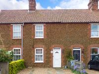 PENNY COTTAGE, pet friendly, with a garden in Heacham, Ref 912405