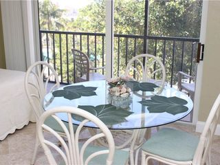 Fort Myers Beach condo photo - Dinette Table off Kitchen - with Daybed