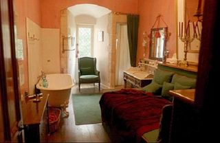 Saint-Martory castle photo - ...and its bathroom