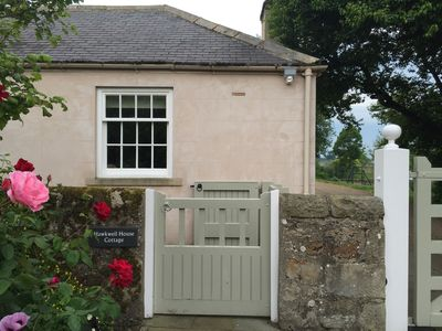 Charming 2 Bedroom Period Cottage With Private Garden And Tennis Court