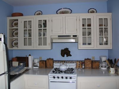 Small but highly functional & well-equipped kitchen.