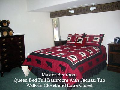 Master Bedroom with 2 closets, bathroom and Jacuzzi tub