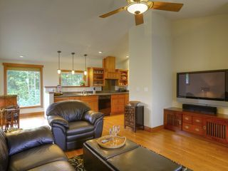 Hilo bungalow photo - Relax in comfort and view DVDs on the 50-inch Plasma HDTV