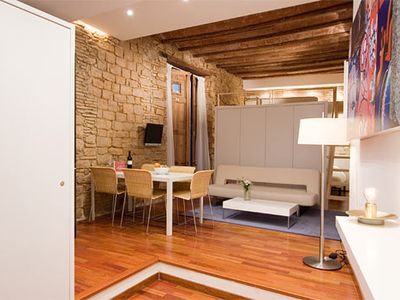 Barrio Gotico apartment rental - Parquet floor, wooden beams and brick walls