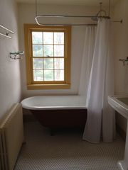 2nd full bathroom w claw foot bathtub - Hudson Highlands farmhouse vacation rental photo